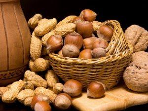 Ценность орехов при грудном вскармливании