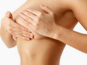 Проведение массажа груди для устранения растяжек