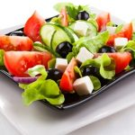 Можно ли есть салаты кормящей женщине