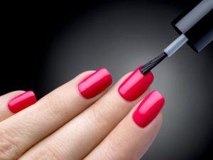 Красить ногти при грудном вскармливании